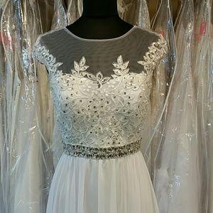 Dresses & Skirts - White Lace and Chiffon Goddess Gown